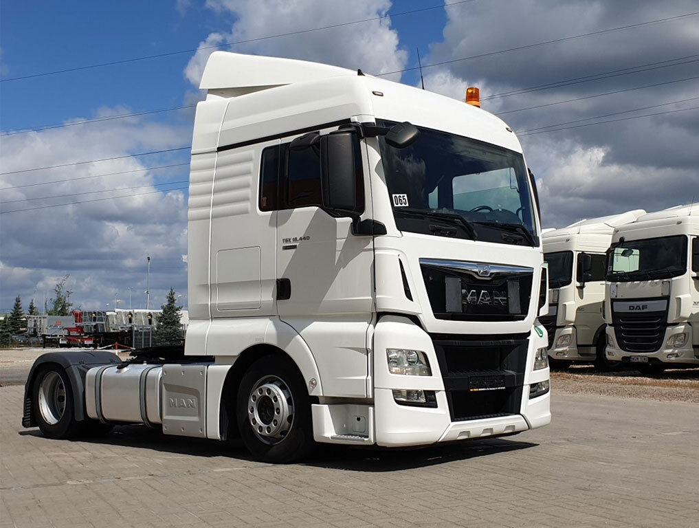 ciągniki-siodłowe_Lux-Truck.jpg